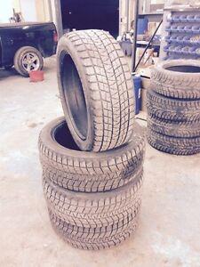 Bridgestone Blizzak DM-V1 P285/45R22 110R
