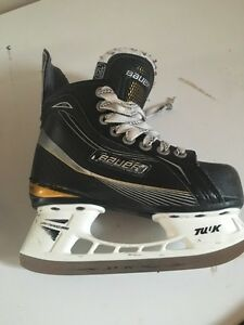Youth hockey skates bauer supreme ltx size 12.5