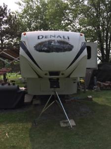 2011 Dutchman Denali 5th wheel Trailer