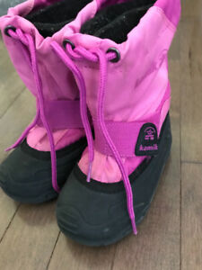 Girls size 9 winter kamik boots. Very good condition.