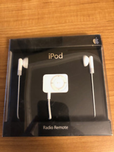 Apple iPod FM Radio Remote with Earbuds MA070G/B - Brand New!