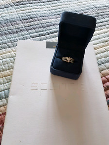 Diamond engement ring with wedding bands