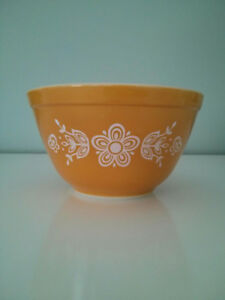 PYREX BUTTERFLY GOLD MIXING BOWL, 401