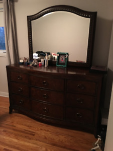 Beautiful dresser. solid wood. 9 drawers. selling at 600$
