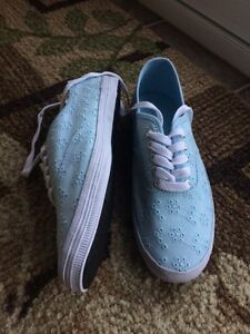 SIZE 8 1/2 Blue Casual Shoes (City Sneaks)