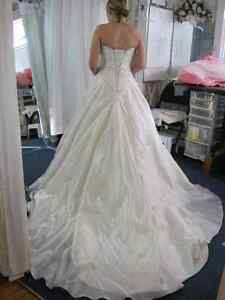 WEDDING DRESS ALTERATIONS - CUSTOM SEWING GREENBANK Peterborough Peterborough Area image 7