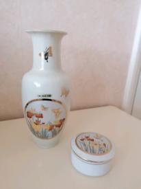 Vase and jewellery holder