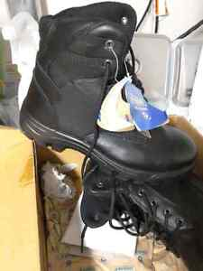 Lady size 8.5 steel toe work boots, brand new
