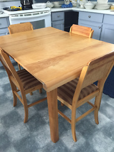REDUCED Vintage Maple Dining Table and 4 Chairs