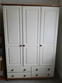 3 Door Bedroom Wardrobe with 4 Drawers