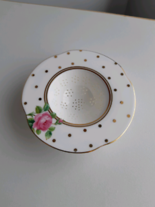 ROYAL ALBERT TEA STRAINER Barrack Heights Shellharbour Area Preview