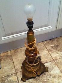 SOLID METAL BASE VINTAGE LAMP