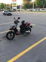 2014 Aprilia Gas Scooter Bike 50 cc only 500 km mileage