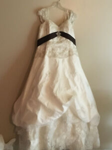 Beautiful Ivory Lace Style Wedding Dress with Brown Sash