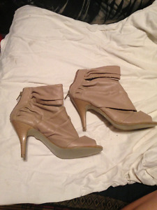 womens beige leather high heeled low rise open toe shoes $20.00