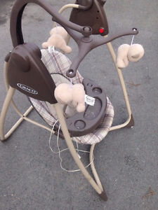 Graco Swing - Vibrates, plays music and swings with setting on!