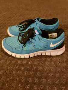 Ladies Nike Shoes Size 8.5