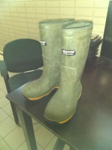 Size 10 Composite toe rubber boots