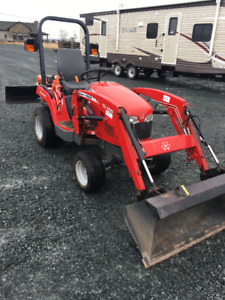 Massey Ferguson GC 2400 With laoder and Rear Blade*MINT SHAPE*