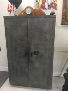 Large Safe …  Good condition...