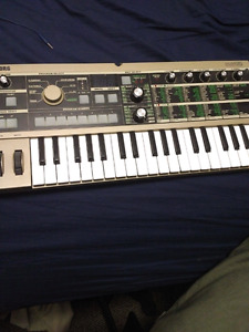 MicroKORG synthisyzer and vocoder