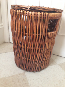 Beautiful Wicker Hamper, with Cover