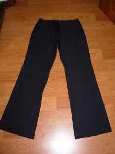pantalons noirs taille 10 et 10P