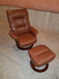 Brown faux leather chair w/ottoman