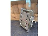 Adjustable hitch plate