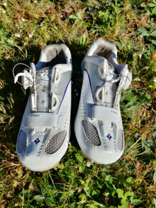 Clipless bike shoes + pedals