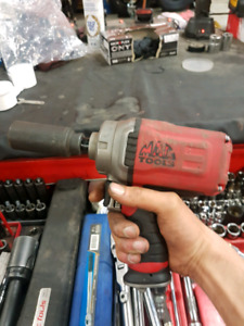 1/2 inch MacTools Impact Gun, 1200ftlbs PRICED TO SELL