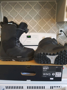 Size 5 women's like new snowboard boots