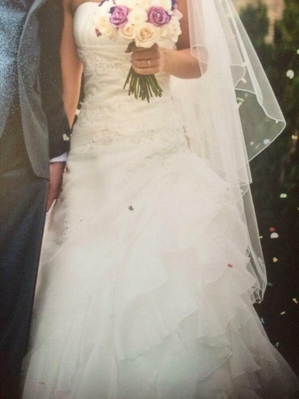 Wedding dress size 6 fits 5ft 4 in 3 inch heels in for Wedding dress for 5ft bride