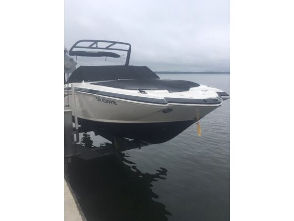 Used 2014 Chaparral 244 sunesta