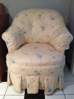 Chaise de vanité antique / Antique vanity chair