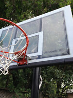 Reebok SHATERPROOF Basketball net with complete stand.