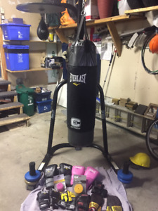 EVERLAST Heavy Bag and Stand