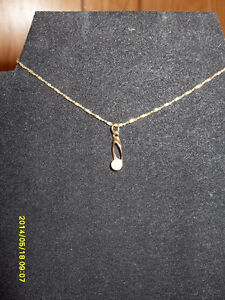 """Vintage - 10kt yellow gold """"Pearl"""" Pendant"""