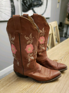 Cow boy boots size 7b