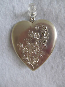 ANTIQUE VICTORIAN HUGE STERLING SILVER LOCKET