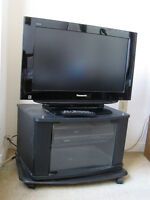 """Panasonic VIERA 26"""" Widescreen LCD 729p HDTV with stand"""