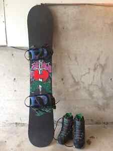 LADIES ATOMIC SNOWBOARD with ROXY BOOTS and BINDINGS