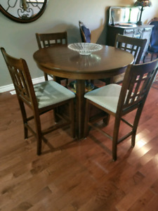 Pub Height Extendable Table and Chairs