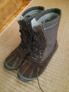 Size 9 woolrich boots