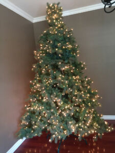 9 Foot Pre-Lit Artificial Christmas Tree w/ Stand (Smiths Falls)