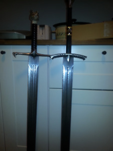 game of thrones  longclaw and ice house of stark swords