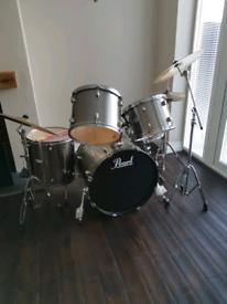 PEARL FORUM Drum Set