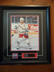 MARK MESSIER AUTOGRAPHED FRAMED 8X10
