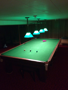 VINTAGE SNOOKER/POOL TABLE