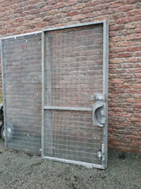 Galvanised gate mesh fance yard shed